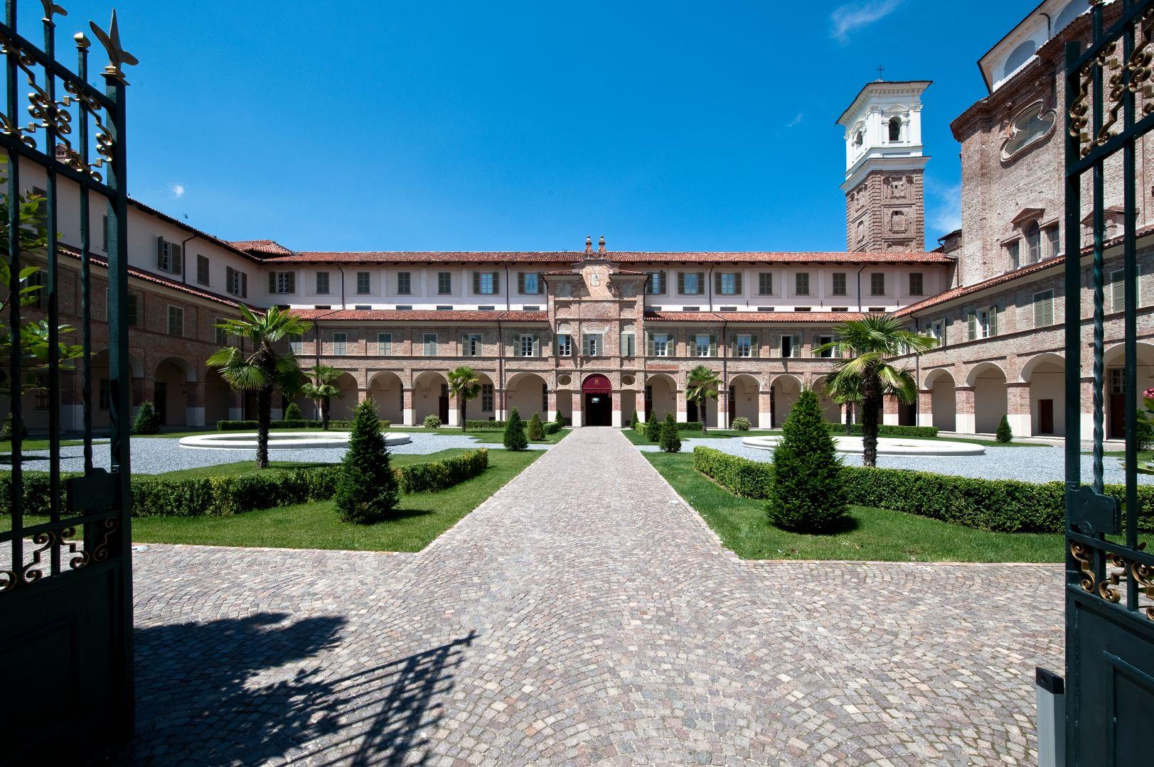 Cherasco Italy  city photos gallery : Edifici storici monastero cherasco cuneo eikon panoramica giardino