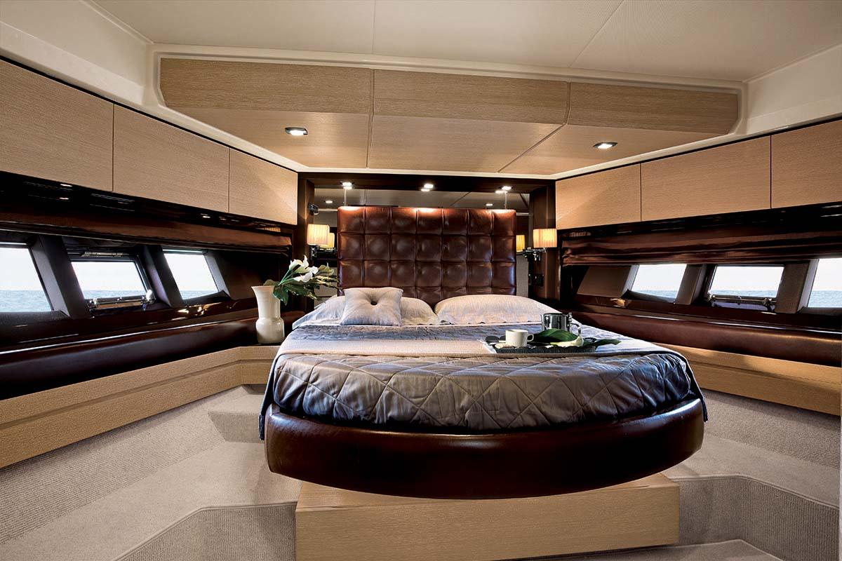 Azimut 70 yachts vimar energia positiva - Camera da letto sexy ...